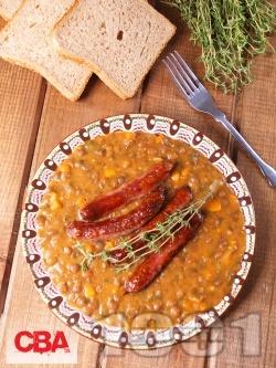 Яхния от леща с грил наденички, домати и моркови и запръжка с брашно - снимка на рецептата
